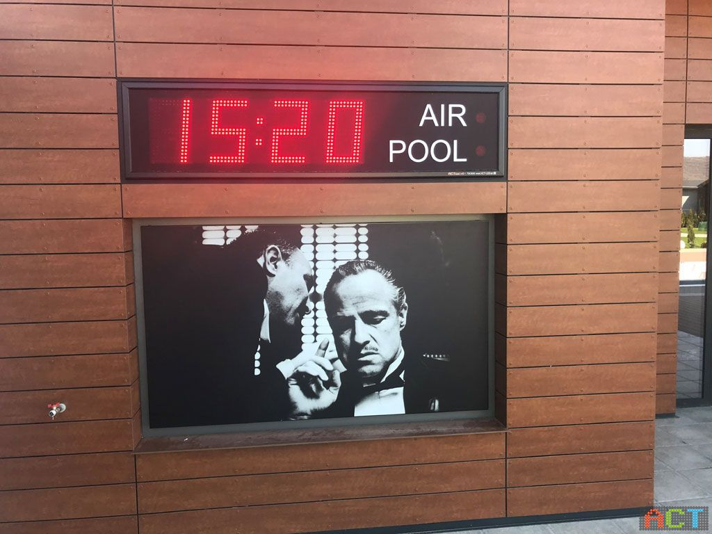 Schwimmbad-Infoanzeige