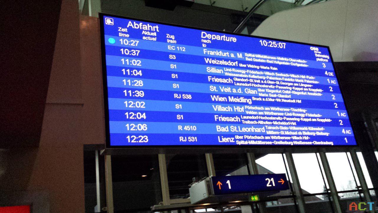 Fahrplan-Anzeigetafel