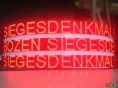 act_runde_led-anzeigen_siegesdenkmal_bozen_1