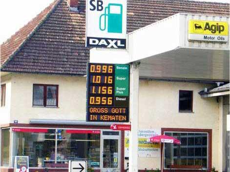 Tankstellenpreisanzeige mit Laufschrift