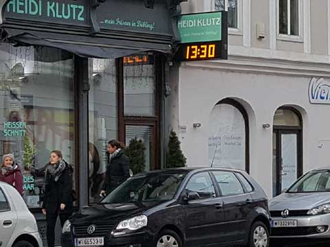 Firmenschild mit LED-Uhr