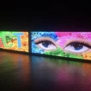 LED-Werbung an der Hausmauer